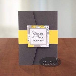 Invitatie Petrecere cu stil gri inchis cu manson galben - altfeldeinvitatii.ro
